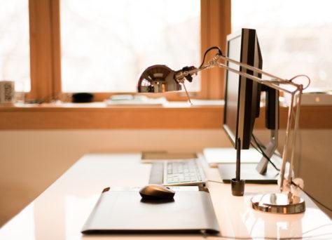 机とデスク